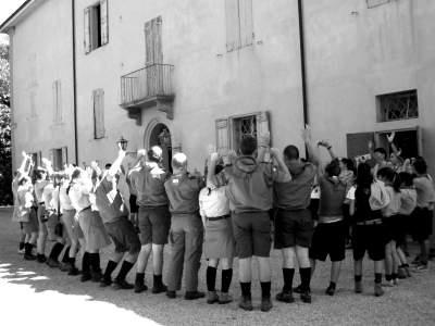 maria-denti-scout-salutano-marconi