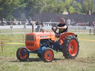 tractor-sdaz-2010-158