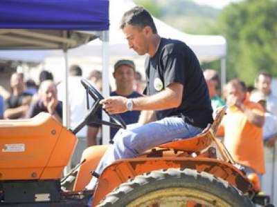tractor-sdaz-2010-194