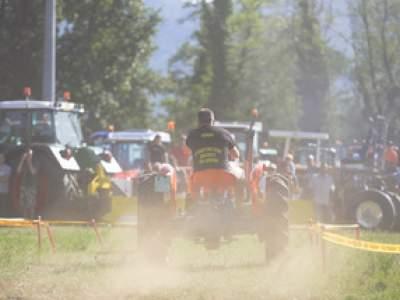 tractor-sdaz-2010-210