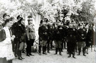 Mussolini scopre la lapide