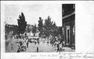 Altra immagine della piazza di Sasso Marconi con il mercato.