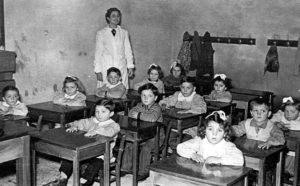 Badolo 1953 - Scuola materna gestita da personale laico.