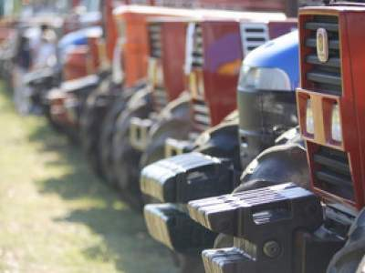tractor-sdaz-2010-132