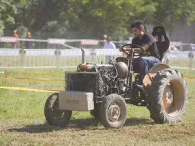 tractor-sdaz-2010-168