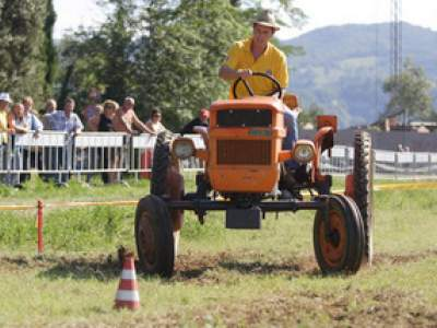 tractor-sdaz-2010-188