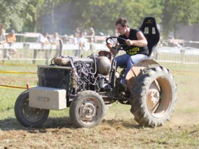 tractor-sdaz-2010-211