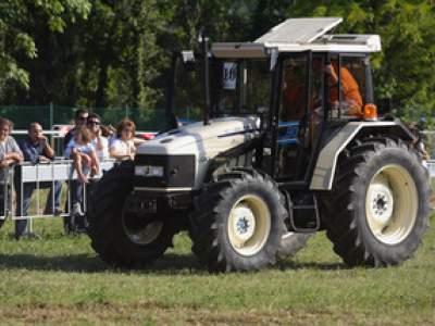 tractor-sdaz-2010-220