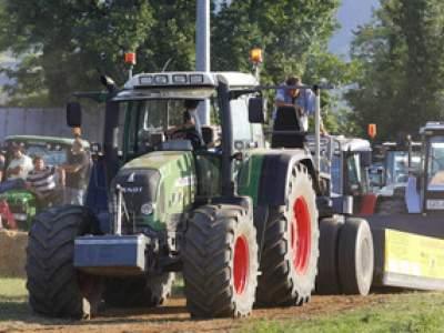 tractor-sdaz-2010-235