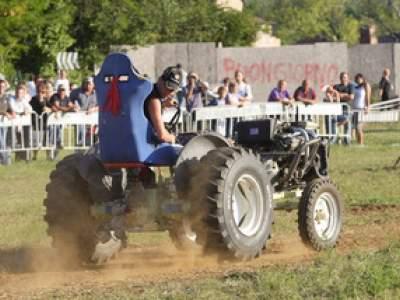 tractor-sdaz-2010-245