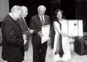 16 giugno 2007: la consegna del premio Città di Sasso Marconi a Piero Angela presso il teatro Comunale (foto Ufficio Stampa Comune di Sasso Marconi)